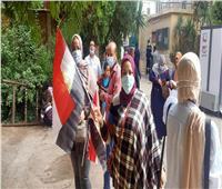 صور   بالأعلام.. السيدات يشاركن في انتخابات النواب 2020 بروض الفرج