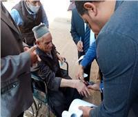 انتخابات النواب 2020  رئيس لجنة في المحلة يساعد «مسن» للإدلاء بصوته