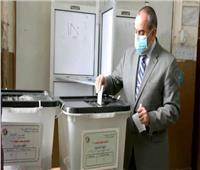 انتخابات النواب 2020| صور.. وزير الطيران المدني يدلي بصوته  .. فيديو