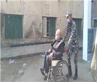انتخابات النواب 2020| عجوز يدلي بصوته على كرسي متحرك بالسيدة زينب