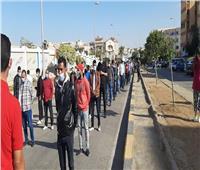 صور| تزايد أعداد الناخبين أمام لجان التجمع الخامس بالقاهرة
