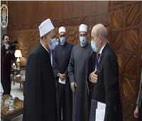 شيخ الأزهر يهدي وزير خارجية فرنسا وثيقة الأخوة الإنسانية
