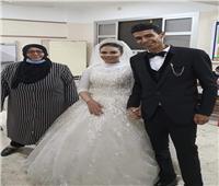 عروسان يدليان بصوتهما الانتخابي فى كفر الشيخ «صور»
