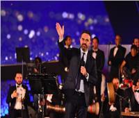 وائل جسار ينسى كلمات الأغنية على المسرح ويمازح الجمهور كورونا السبب