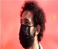 محمد صلاح يرفض التقاط الصور التذكارية في المطار بسبب «كورونا»