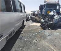 مصرعوإصابة 10أشخاص في حادث تصادم «ميكروباص» وسيارة نقل ببدر