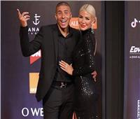 زيدان يواصل إثارة الجدل بصورة مع زوجته