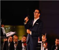 صور | مرتديا نظارة.. ظهور مُميز لـ«صابر الرباعي» بمهرجان الموسيقى العربية
