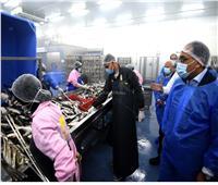 خلال تفقده المنطقة الصناعية ببورسعيد.. رئيس الوزراء يزور مصنع للأسماك