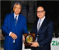 «مستشار الرئيس للصحة» يكرم مدير مستشفي الصدر الجامعي بطنطا