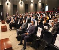وزير النقل يستعرض المشروعات المشتركة مع وزارة المالية