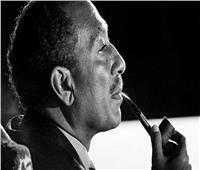 «السادات» قبل الرئاسة.. «شيال» وسائق لوري وصبي مقاول