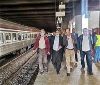 رئيس «السكة الحديد» يوجه بتشغيل قطار كل 10 دقائق بخط«أبو قير»