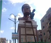في ذكرى ميلاده.. تمثال طه حسين بالمنيا يستعيد بريقه