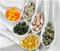 استشاري تغذية يحذر من تناول الفيتامينات والمكملات الغذائية| فيديو