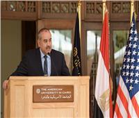 صور وزير الطيران المدني في زيارة للجامعة الأمريكية بالقاهرة الجديدة