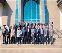 صور| «الشوربجي» و وفد من كبار الصحفيين يتفقد مشروعات «قناة السويس الاقتصادية»
