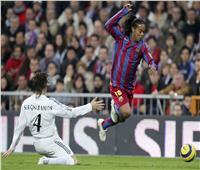 فيديو| زي النهاردة.. رونالدينيو يسجل هدفًا عالميًا في ريال مدريد