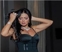 رانيا يوسف بفستان أسود جرئ