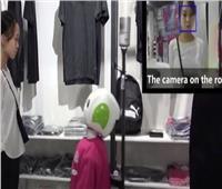 شاهد متجر ياباني يتسخدم«روبوت» للتحقق من الإجراءات الوقائية