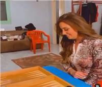 نيرمين الفقي تظهر مهاراتها في «الطاولة» مع جوري بكر .. فيديو