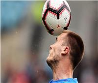 بسبب «ضربات الرأس».. لاعبو كرة القدم أكثر عرضة للخرف
