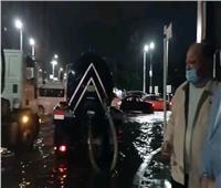 محافظ القاهرة يتابع عمليات شفط مياه الأمطار بالشوارع