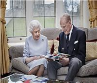 ببطاقة تهنئة من أحفادها.. ملكة بريطانيا تحتفل بعيد زواجها الـ73