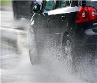«المرور» توضح نصائح القيادة الآمنة في الأمطار