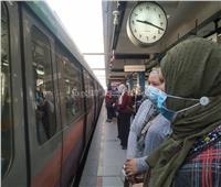 صور  حملة في مترو الأنفاق للتفتيش على «الكمامات»
