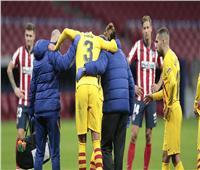 برشلونة يعلن تعرض بيكيه لإصابتين
