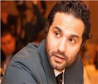 كريم فهمي: آسر ياسين «عضنا كلنا»