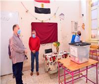 محافظ أسيوط يتفقد أعمال تطهير لجان جولة الإعادة لانتخابات «النواب»