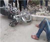 مصرع شاب وإصابةآخرين في تصادم دراجتين بخاريتين بقنا