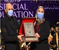 وزيرة التضامن الاجتماعي تشارك طلاب كلية التربية الخاصة بجامعة مصر للعلوم والتكنولوجيا فرحتهم بالتخرج