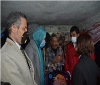 نائب محافظ الإسكندرية تسلم مساعدات لـ20 أسرة في «عزبة المطار»