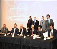 وزيرا النقل والتخطيط يشهدان توقيع عقد أول شركة مصرية لصناعات السكك الحديدية