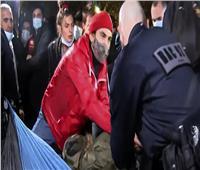 فيديو| مشاهد عنف للشرطة أثناء تفكيك مخيم للاجئين بباريس