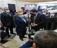 """وزير الإنتاج الحربي يتفقد جناح الوزارة بمعرض """"Cairo ICT 2020"""""""