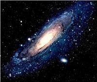 «كعكة القرفة».. هابل يرصد مجرة غريية المظهر في الفضاء