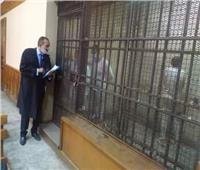 صور.. إيداع المتهمين قفص المحكمة لبدء محاكمتهم في مقتل «فتاة المعادي»