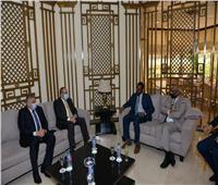 وزير الطيران يبحث مع وزير النقل السوداني سبل التعاون بمجال النقل الجوى