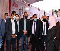 محافظ الفيوم يسلم 25 جهاز عروسة للفتيات اليتيمات