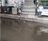 صور| شارع الجلاء يتحول لـ«بركة مياه» وسط غياب سيارات الشفط