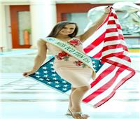 ملكة جمال أمريكا تصل الغردقة وتوجه رسالة لدعم السياحة المصرية