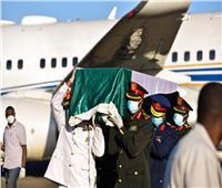 صور| مراسم استقبال رسمية في مطار الخرطوم لجثمان الصادق المهدي