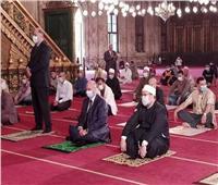 «الدين بيقول إيه»| حكم لبس الكمامة في الصلاة خوفا من كورونا