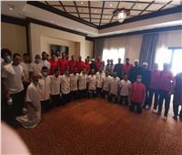 المقاولون يؤدي صلاة الجمعة بفندق الإقامة بجيبوتي مع بعثة الأزهر
