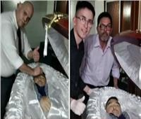 أديب: استياء بسبب صورة سيلفي مع جثمان مارادونا.. فيديو