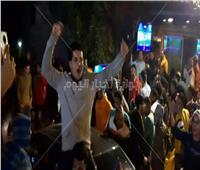شاهد| احتفالات الجماهير في الشارع بعد فوز الأهلي على الزمالك